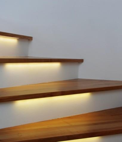 beleuchtete treppe III