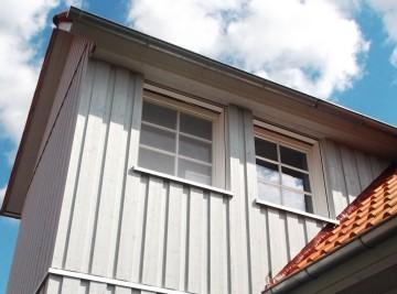 Dach und Hausfassade aus Holz nach Restauration