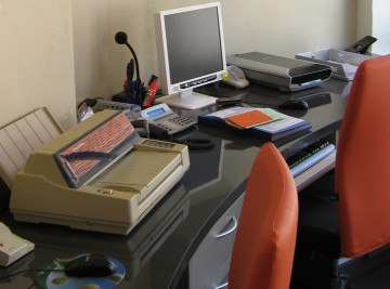 Büroarbeitsplatz mit runder Geometrie