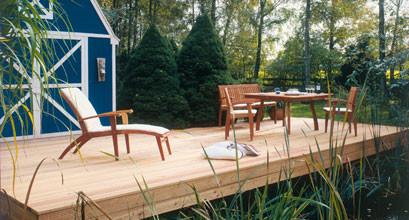 Gartengarnitur auf Terrasse