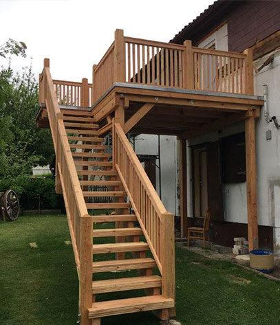 Außentreppe mit Balkon