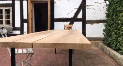 Maßanfertigung eines Holzstahltisches